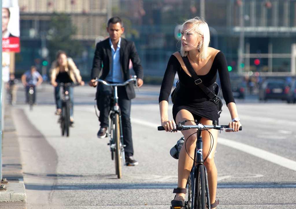 Imagen de Francia, al trabajo en bici