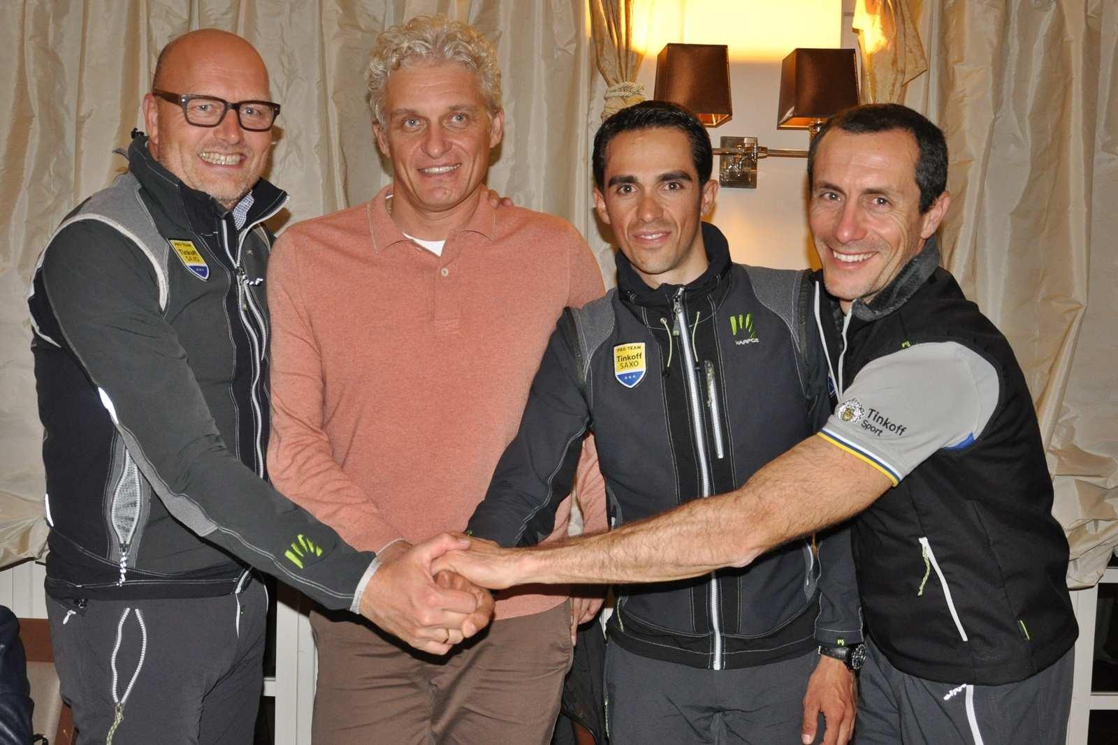 Bjarne Riis, Manager de Tinkoff-Saxo Manager, Oleg Tinkov, capo y dueño de Tinkoff-Saxo, Alberto Contador y Stefano Feltrin, CEO de Tinkoff-Saxo