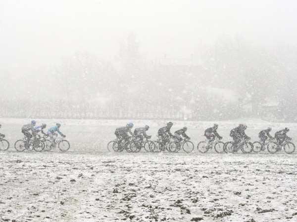 Una grupeta desafiando al frío y a las inclemencias del invierno