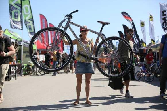 Una bicicleta con ruedas de 36 pulgadas