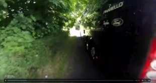 El temerario adelantamiento de un bus del Sky a un ciclista
