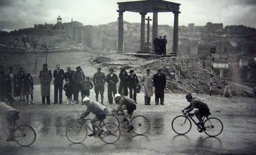 Paso de la Vuelta ciclista a España de 1936 por Ávila