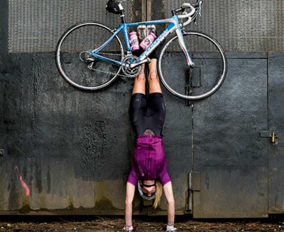 Enganchada con la bicicleta... Imagen de ciclosfera.com