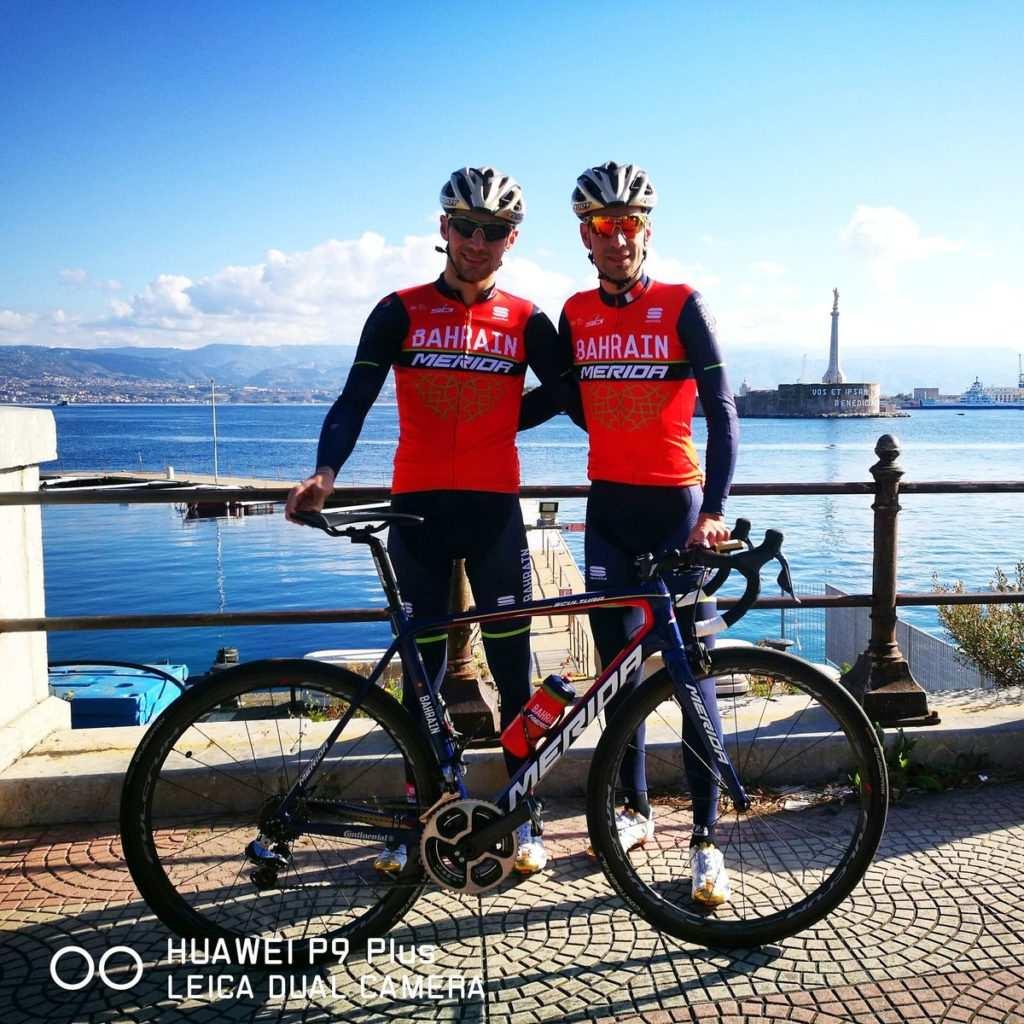 Nibali estrena traje y lo hace junto con su hermano, Antonio, que también correrá en Bahrain Merida