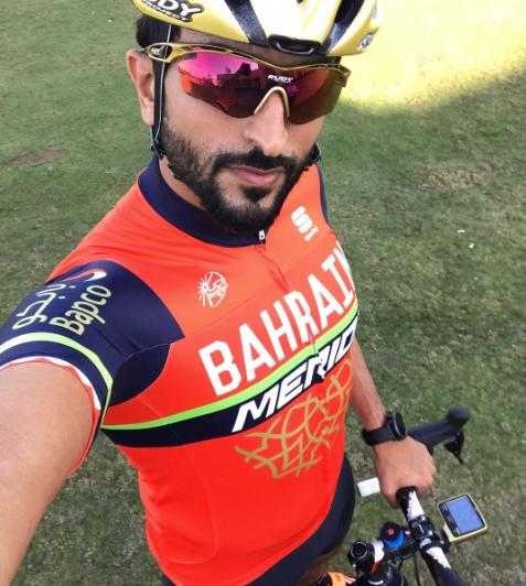 No es ciclista. Es el Príncipe Nasser, capo de Bahrain y del equipo. Dará que hablar en 2017?