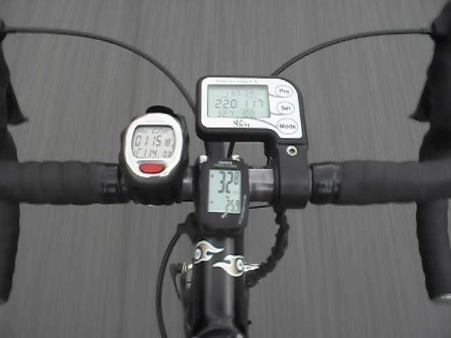 Los vatios, pulso, velocidad, cadencia, altitud, temperatura... ¿quien da más?