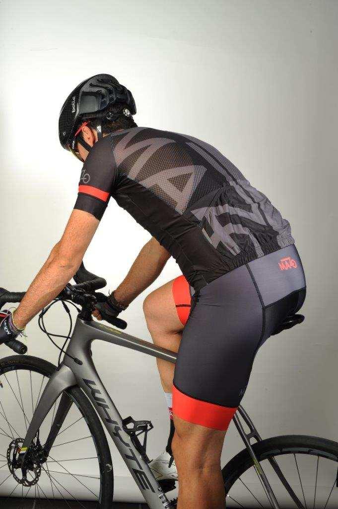 Conjunto de maillot y culotte de ciclismo El Mazo Poursuivants