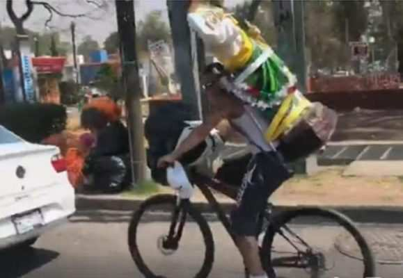 Captura del vídeo de San Judas Tadeo en bicicleta