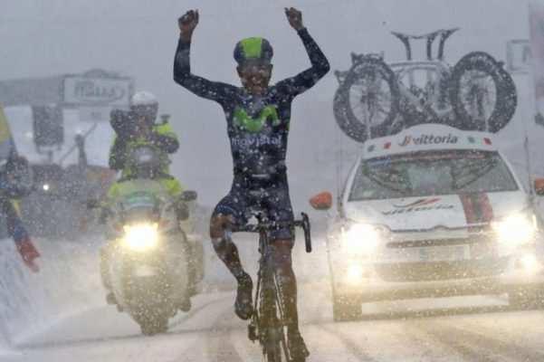 Imagen de la Tirreno de 2016, con Quintana vencedor bajo la nieve