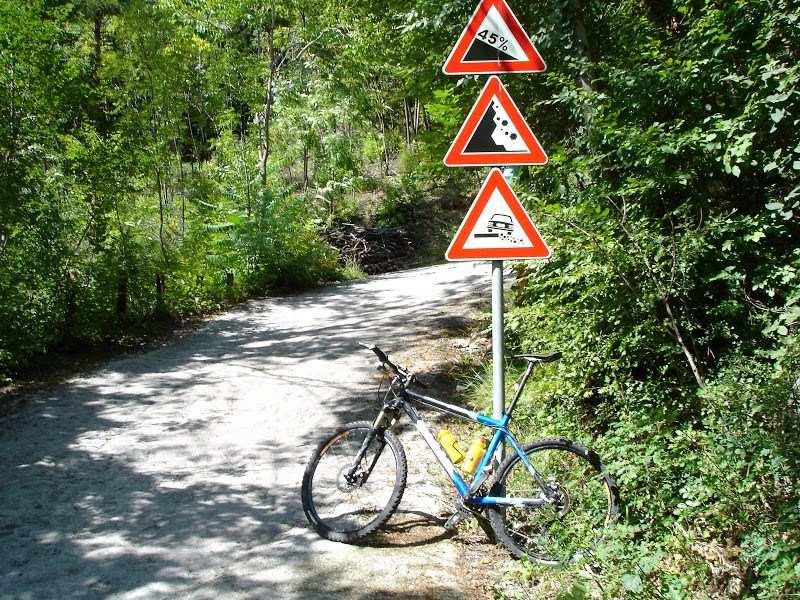 Esa señal en la carretera avisa de lo que viene
