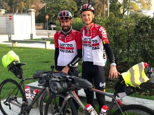 Con esta imagen de Twitter los dos ciclistas dieron comienzo a su 'aventura'