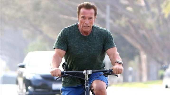 Arnold Schwarzenegger en bicicleta