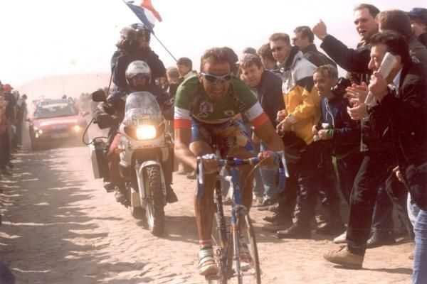 Tafi en los adoquines de la Roubaix de 1999