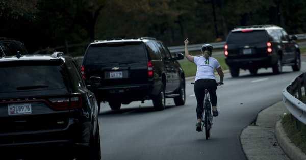 La ciclista que le hizo la peineta a Donald Trump