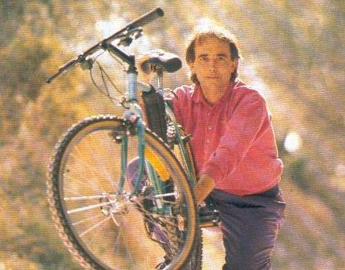 Serrat en bicicleta