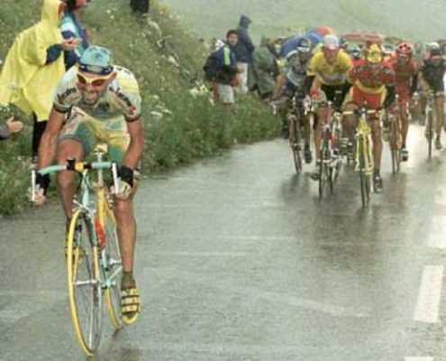 Pantani en uno de sus ataques más recordado a Ullrich en el Galiber