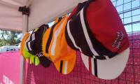 Concurso: acierta el podium del Tour y gana este pack de gorras de ciclismo