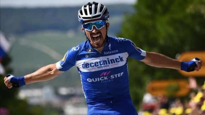 """Alaphilippe celebra su victoria en la tercera etapa del tour en la que también se llevó 5 """" de point bunus"""