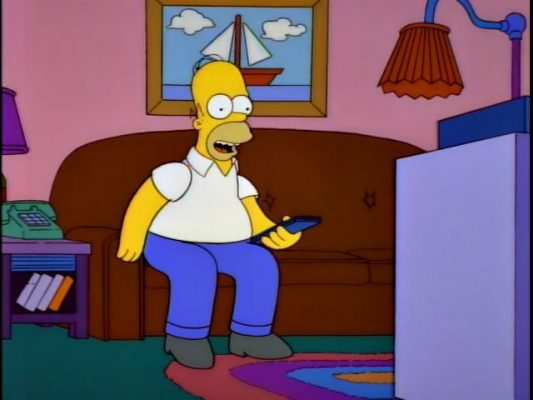 Tan contento el tío a ver su ciclismo por la tele