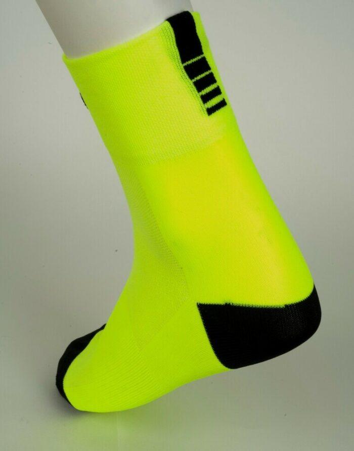 calcetín amarillo de ciclismo