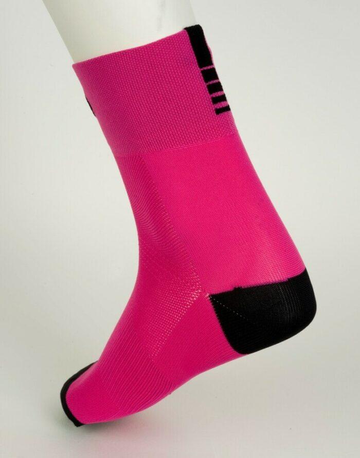 calcetín rosado de ciclismo
