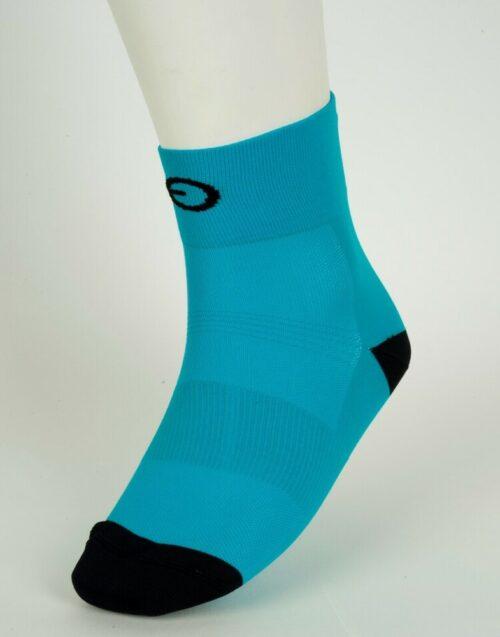 calcetín azul de ciclismo