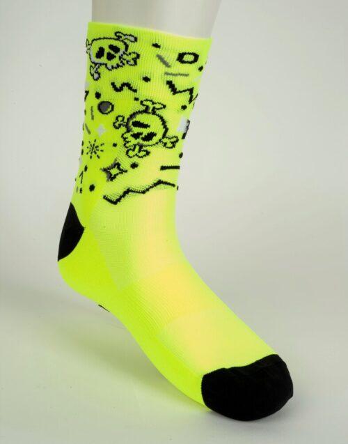 calcetín de calaveras amarillo de ciclismo